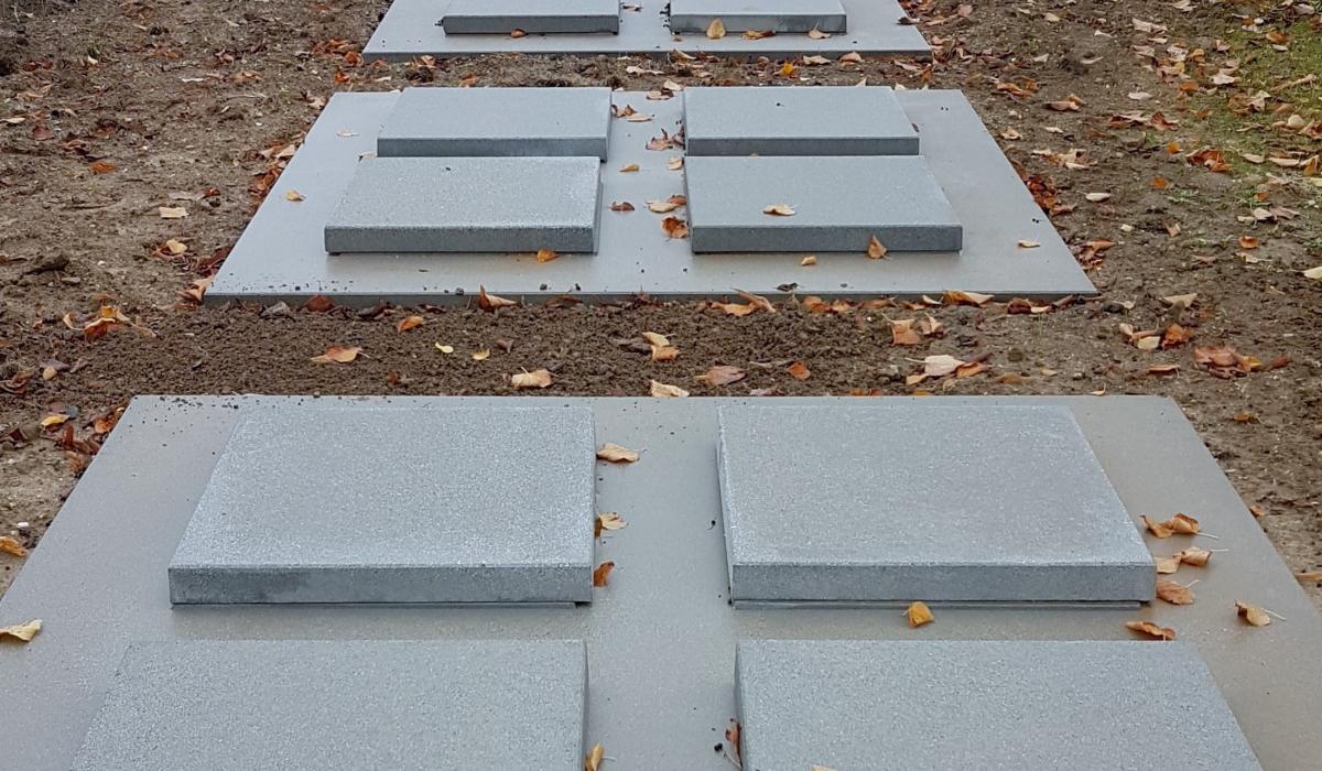 Dekstenen AMA-Cubi in aanleg op de Stadsbegraafplaats te Leuven