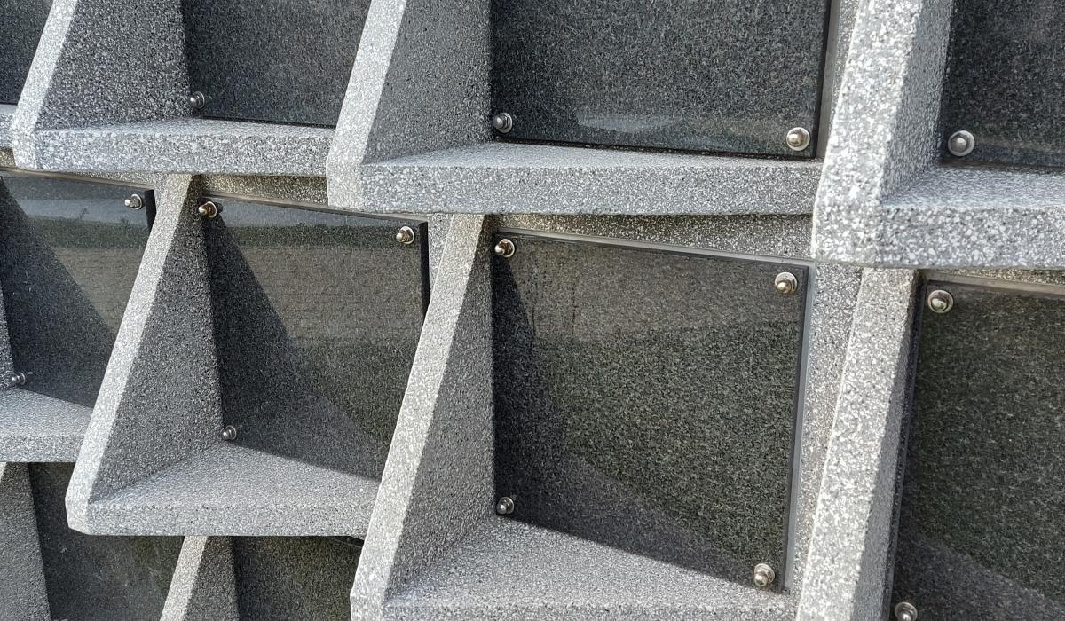 Columbarium nieuw model inclusief tablet voor begraafplaats van Brunehaut