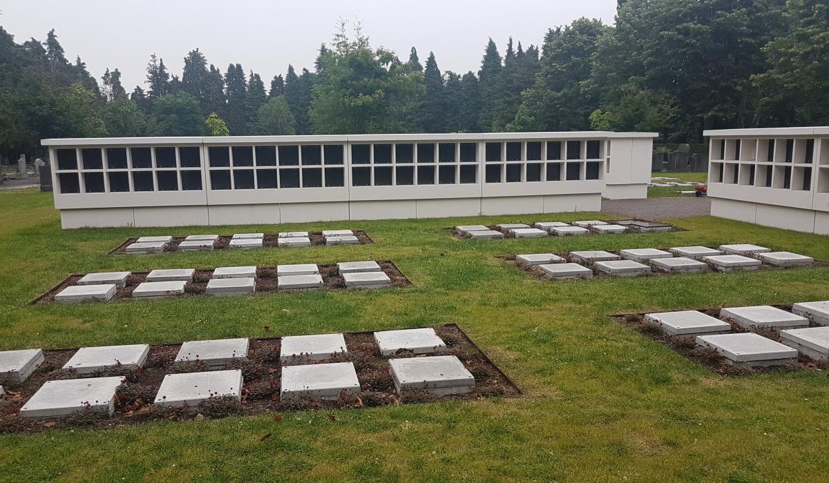 Columbariummuren inclusief tablet voor begraafplaats van Mortsel geheel links