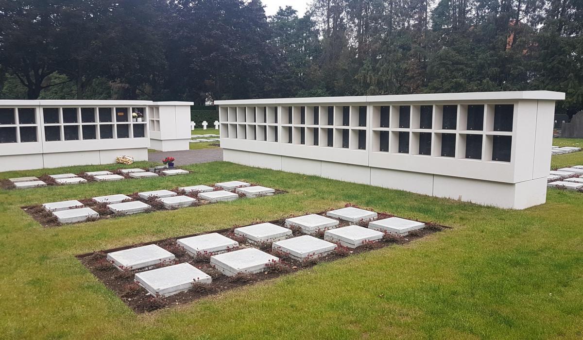 Columbariummuren inclusief tablet voor begraafplaats van Mortsel geheel rechts
