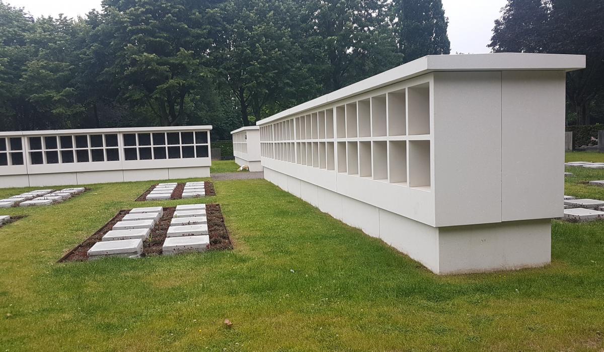 Columbariummuren inclusief tablet voor begraafplaats van Mortsel zijaanzicht
