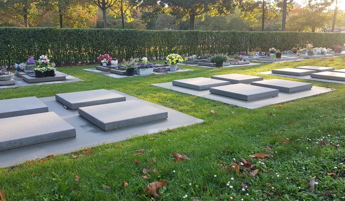 Dekstenen voor urnenkelders op de begraafplaats Diestseveld - Kessel-Lo - Leuven